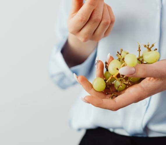 white or green grapes on hand